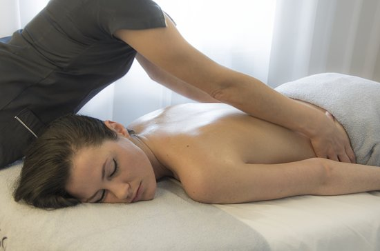 Female-to-Male-Body-Massage-in-Sion-Mumbai