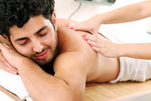 Male-to-Male-Body-Massage-in-Vile-Parle